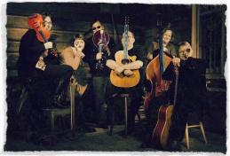 Varjakka String Band potretissa 2012. Kuva: Teija Soini